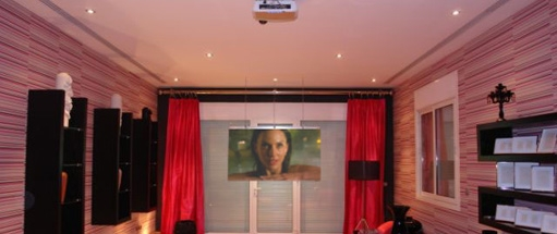 front-projection-switchable-glass-screen